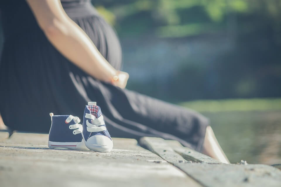 When to Tell People You Are Pregnant ;Guideline for you